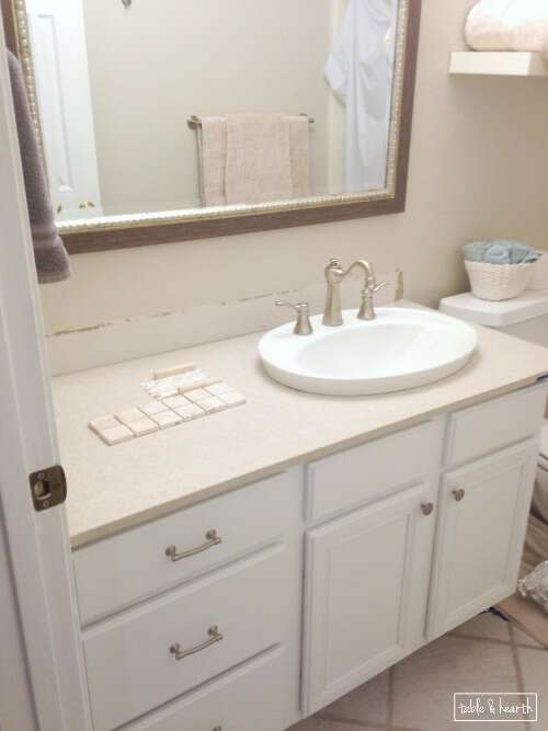 Beautiful! A bright, clean, and relaxing coastal guest bathroom update on a budget. www.tableandhearth.com