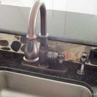 AWESOME new Moen Motionsense kitchen faucet! This faucet is as beautiful as it is crazy convenient! www.tableandhearth.com