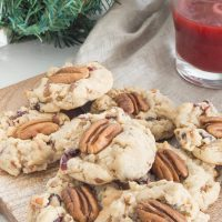 Evoking the holiday spirit with holidya scents and yummy festive Pecan and Cranberry Cookies! #ad #GladeHolidayJoy @glade